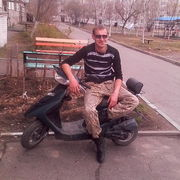 Геннадий, 27, г.Новобурейский