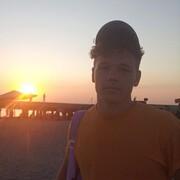 Вадим, 22, г.Саки