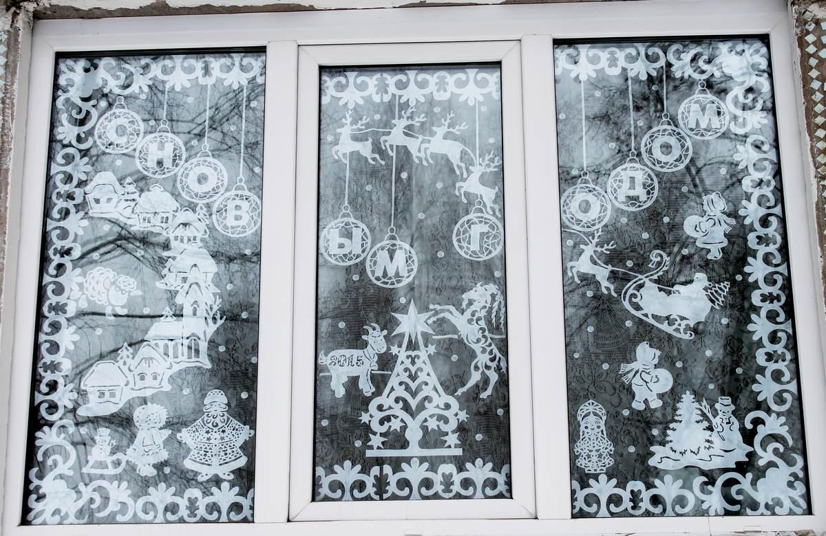 рисунок на стекле к новому году может символизировать место